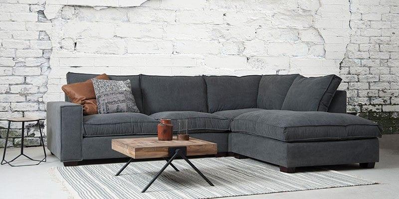 Het contrast tussen muur en meubel zorgt ervoor dat de Calore sofa extra opvalt.